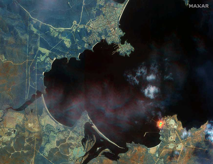 Fires new Eden. ( Satellite image ©2020 Maxar Technologies)