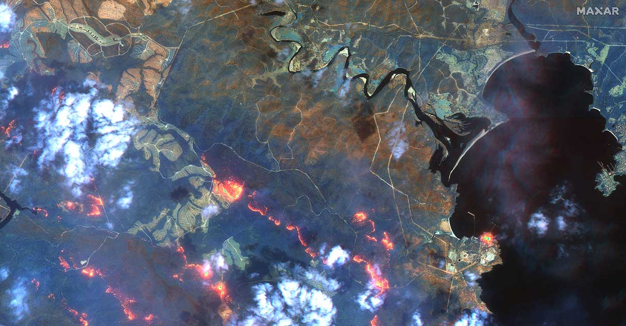 Fireline south of Eden. (Satellite image ©2020 Maxar Technologies)