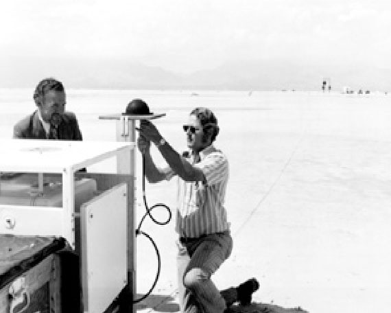 Al Gillogly, Aerospace engineer (left), setting up the critical tests of prototype GPS receivers at WSMR in 1970. (Credit: Bradford W. Parkinson and Stephen T. Powers)