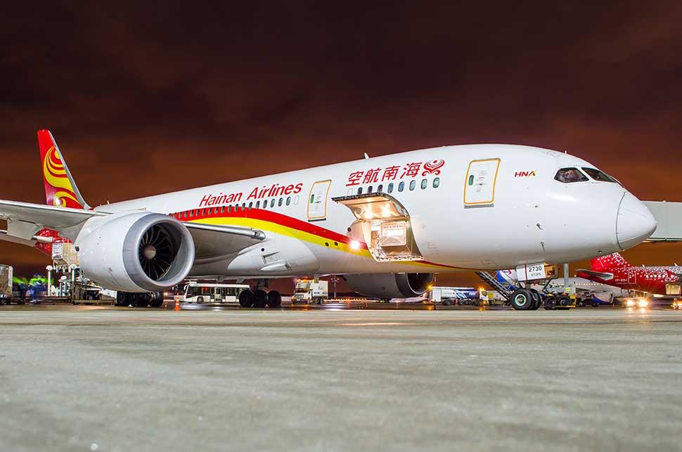 Boeing 787 Dreamliner Hainan airlines/aapsky/Shutterstock.com