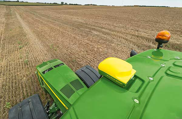 The John Deere StarFire 6000 RTK receiver operating in the field. (Photo: John Deere)
