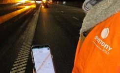 A Syntony team member in a Swedish road tunnel during SubWAVE testing shows the positioning in an underground environment on a smartphone. (Photo: Syntony GNSS)