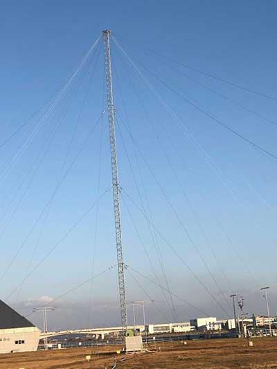 The 35-meter eLoran transmit antenna in Incheon. (Photo: UrsaNav)