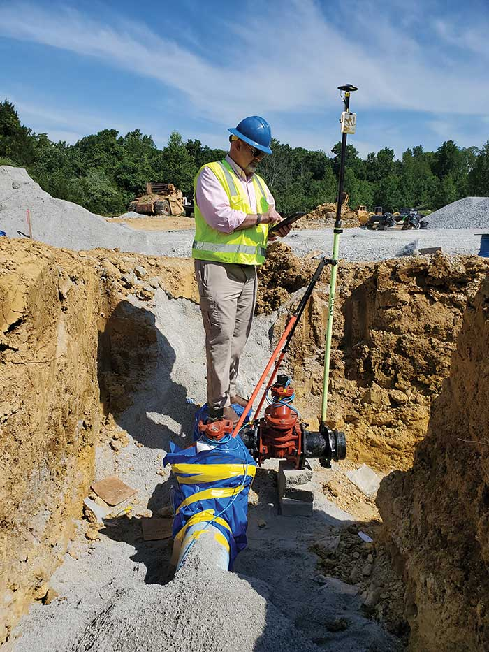 GIS Manager Kenny Ratliff, Oldham County Water District, collects utility data. (Photo: Eos Positioning)