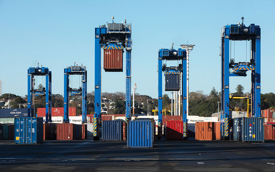 Five fully autonomous Konecranes A-STRADs at work in the Ports of Auckland. The Locata VRay Orb antennas can be seen at the top of each straddle. (Photo: Photo: Ross Clark/Ports of Auckland)