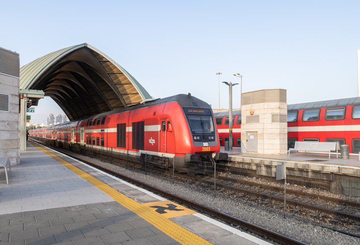 A train arrives at Tel Aviv University Station on the Israeli Railway in Tel Aviv. (Photo: svarshik/iStock Editorial/Getty Images Plus/Getty Images)