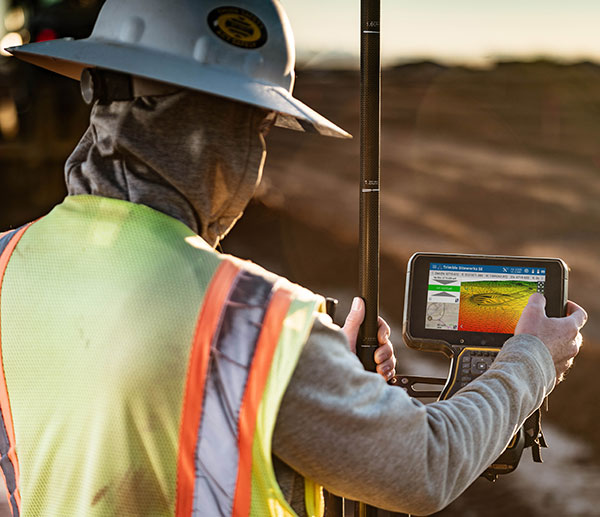 The Trimble TSC5 Controller with the Siteworks SE Starter Edition. (Photo: Trimble)