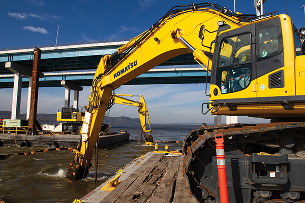 Trimble hardware and software tracked the position and motions of the machines and displayed to the operators the position of their tools underwater. (Photo: Trimble)