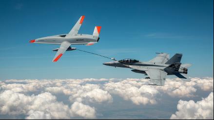 T1 Stingray refuels a Navy F/A-18. (Photo: U.S. Navy/Boeing)