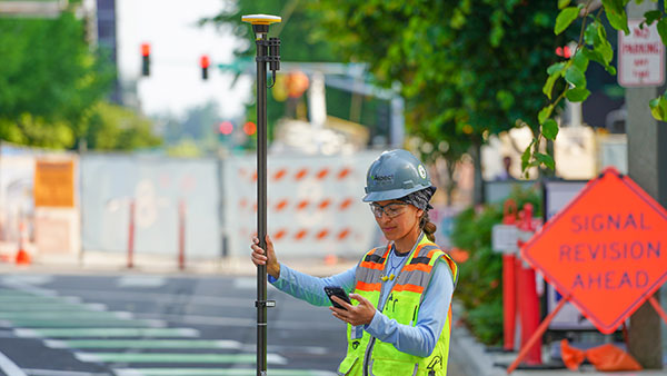 The Trimble DA2 receiver boosts the performance of the Trimble Catalyst GNSS positioning service. (Photo: Trimble)
