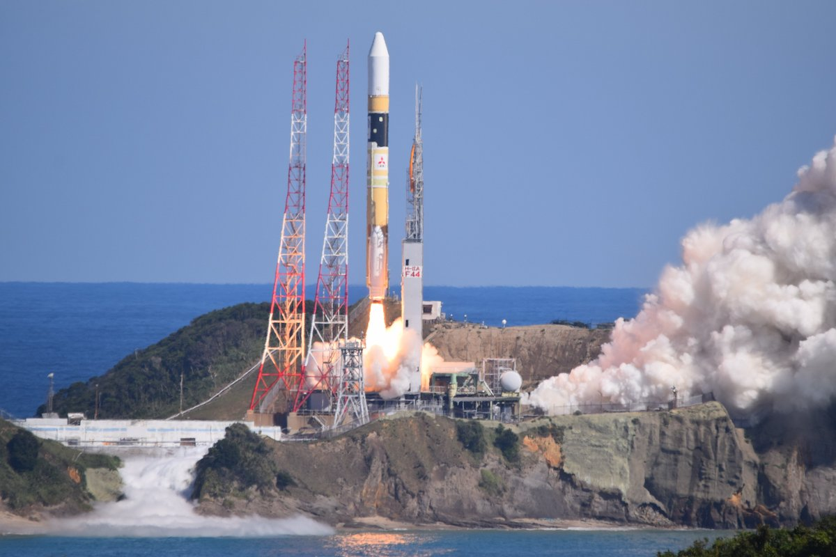 A H-2A rocket launches from Tanegashima Space Center carrying the QZS 1R satellite. (Photo: MHI)