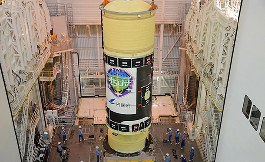 H-IIA Launch Vehicle No. 44 at the Yoshinobu Vehicle Assembly Building, JAXA Tanegashima Space Center. in preparation for launch of the successor to the Michibiki Unit 1 on Oct. 25. (Photo: MHI)