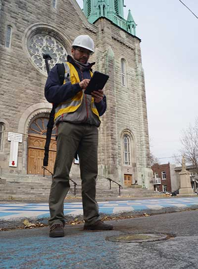 A surveyor uses the Arrow Gold receiver to map assets in Terrebonne, Quebec, Canada. (Photo: Eos Positioning)