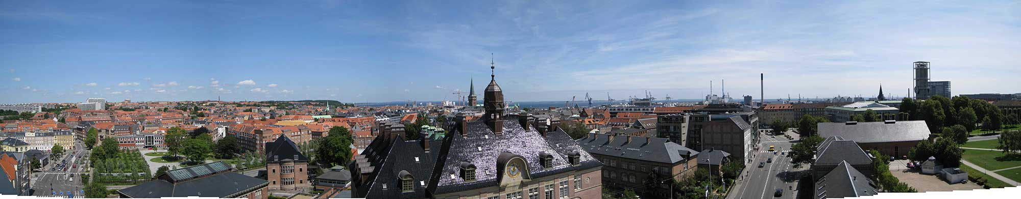 Rooftop view of the central parts of Aarhus with the harbor area and the sea in the background. (Photo: DTU Space)