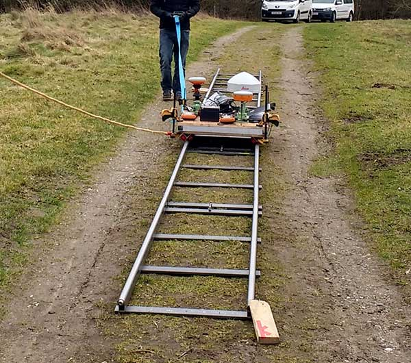 Kinematic Test: Camera dolly with GNSS equipment pulled along tracks. (Photo: DTU Space)